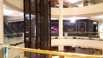 mall barricade 1